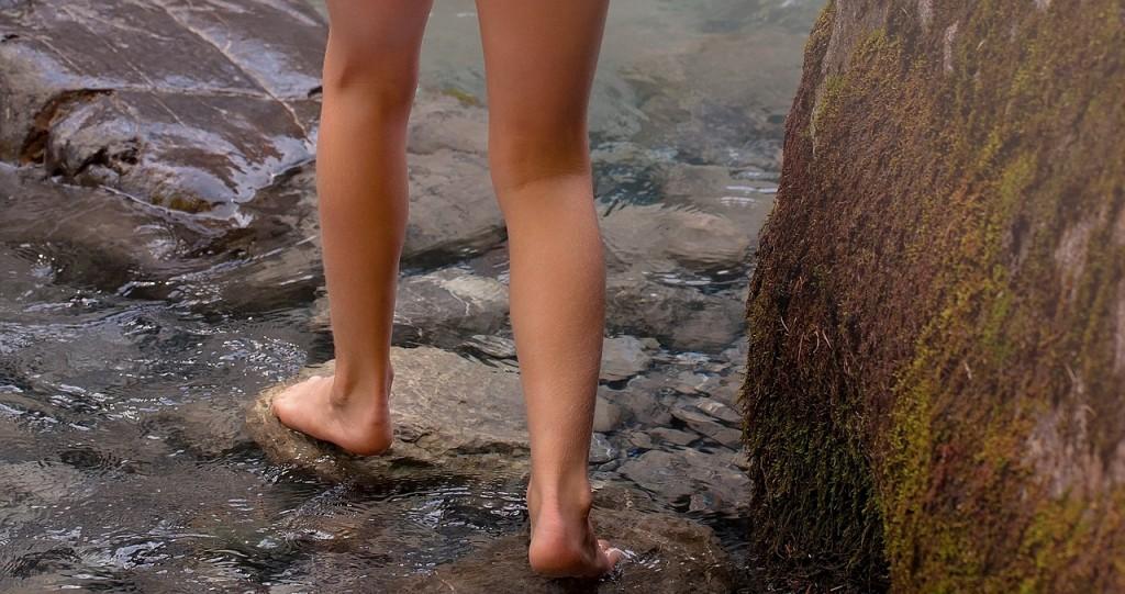 barefoot-1040694_1280