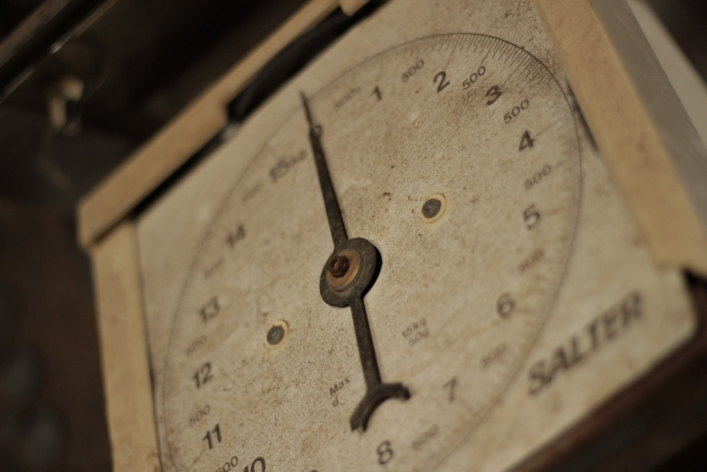 weighing-scales-354612_1920