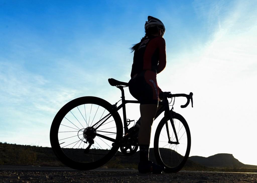 bicycle-rider-1107345_1920.jpg