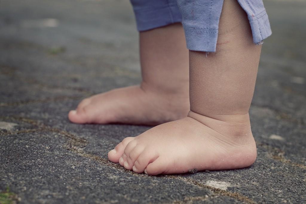 feet-619399_1920