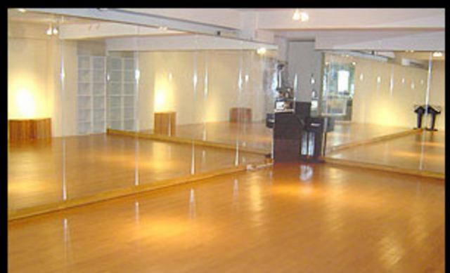 DANCE STUDIO FIRST(ダンススタジオファースト)
